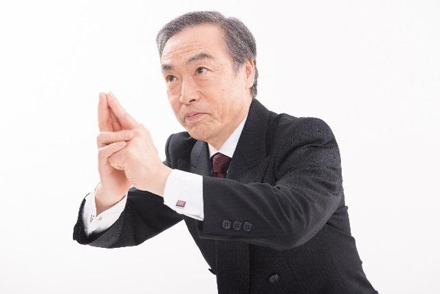 五郎丸ポーズをする男性